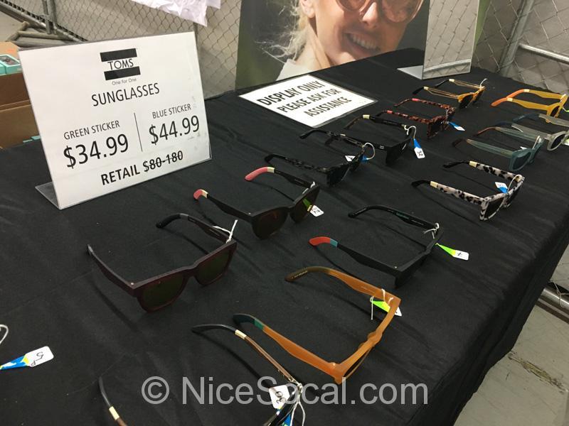 TOMSのサングラス