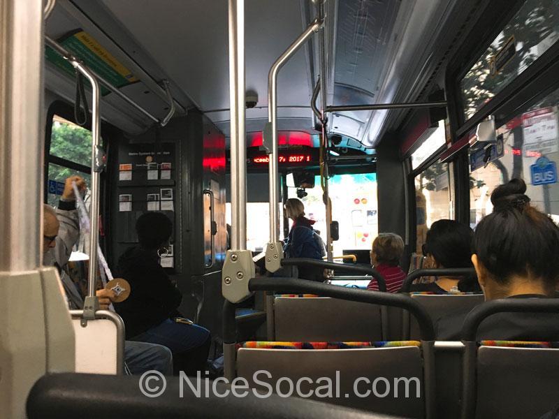 メトロ・バスの中