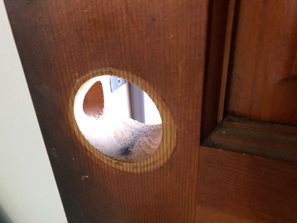 ドア bore holes